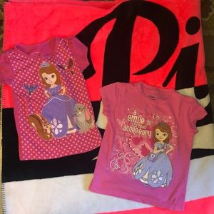 2 Sophia the first t-shirts size 4